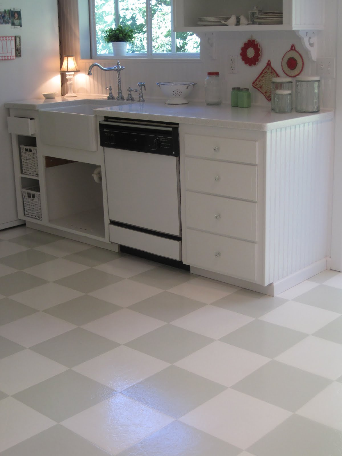 Beautiful nest painted vinyl floor for Vinyl kitchen floor tiles