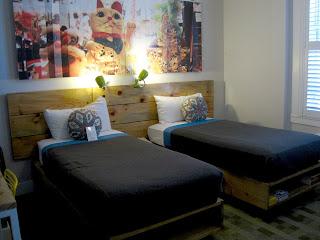 un lit en matériaux recyclés au Good Hotel e San Francisco
