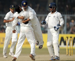 http://3.bp.blogspot.com/_uME4UaS_IiQ/Sw-yJU0AXHI/AAAAAAAABgw/rEJq6fLdie4/s320/india+win+their+100th+test.jpg