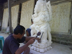 Batubulan stone carving