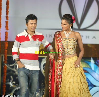Sameera Reddy and Vikram Phadnis at Gold Expressions Collection