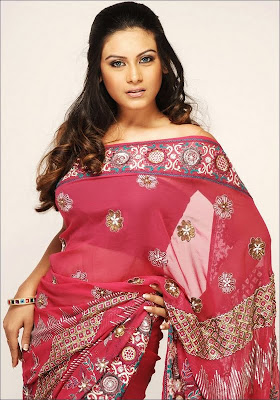 Bindhu Chowdary in pink designer saree