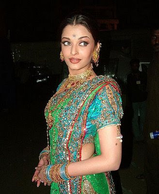 Aishwarya Rai Latest Romance Hairstyles, Long Hairstyle 2013, Hairstyle 2013, New Long Hairstyle 2013, Celebrity Long Romance Hairstyles 2367