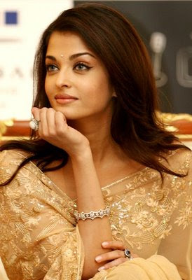 Aishwarya Rai in cream designer saree