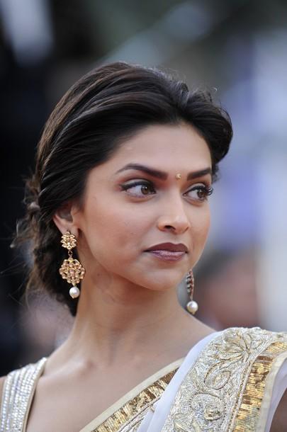 Gallery Pics: Indian Actress Deepika Padukone Saree ...