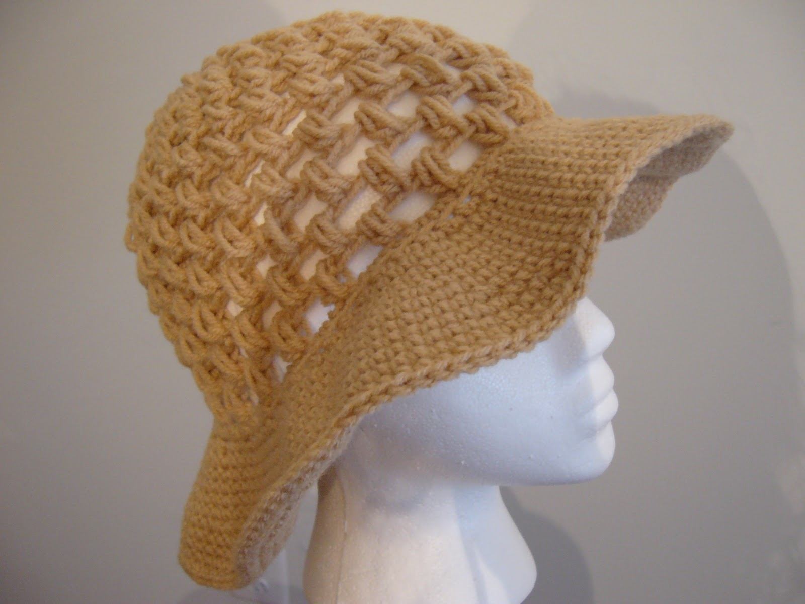 Crocheting Hats : Darling Crocheted Ruffled Sunhat. Crochet Garden. Boutique