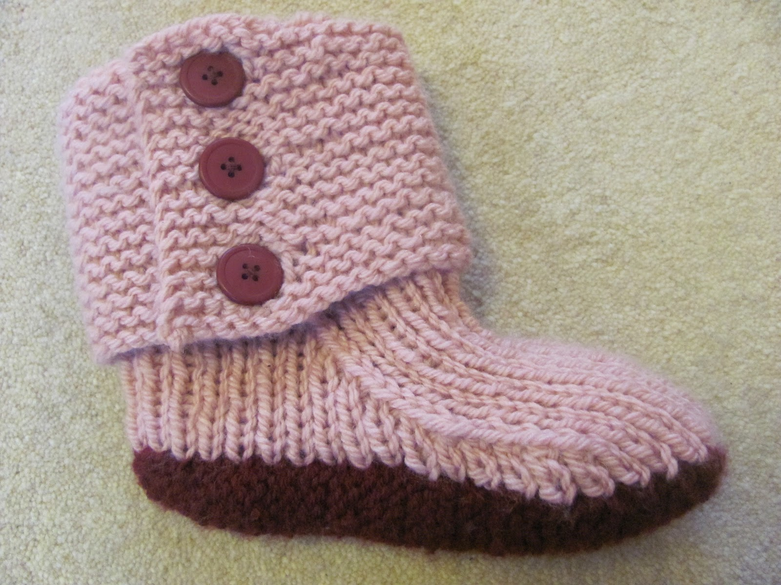 Free Knitting Pattern For Womens Slippers : The Bookworm: December 2010