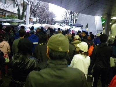 当日の新宿駅西口地下道