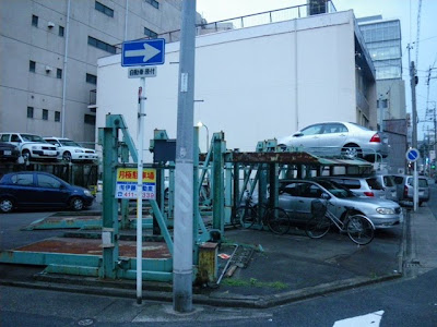 名駅3丁目の機械式駐車場