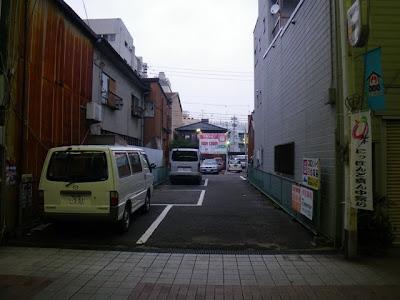 円頓寺商店街内の駐車場