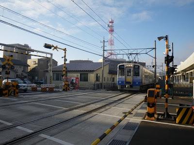 福井口駅手前の下り列車