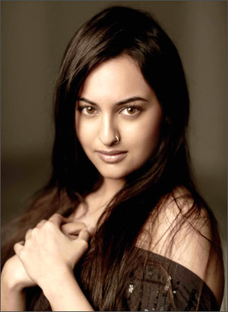 Bollywood Hot And Sexy Actress Sonakshi Sinha Photos Pictures And