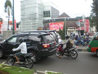 asyiknya Kota Bandung kalau ada banyak rupiah...