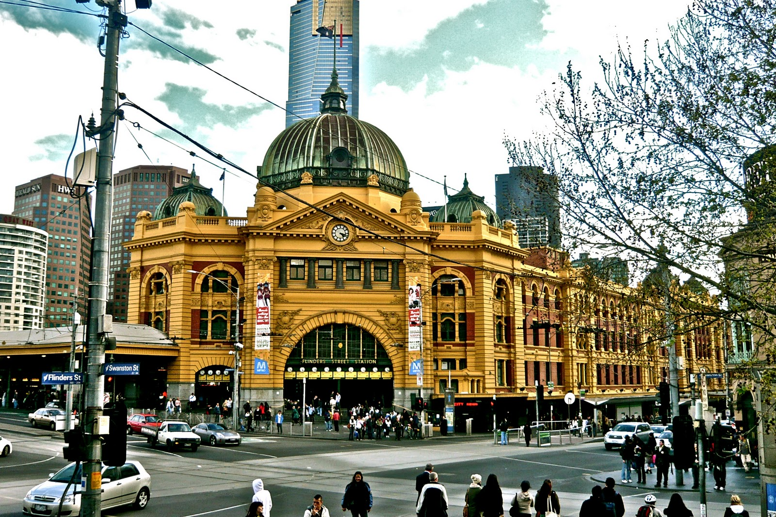 melbourne curious flinders street station. Black Bedroom Furniture Sets. Home Design Ideas