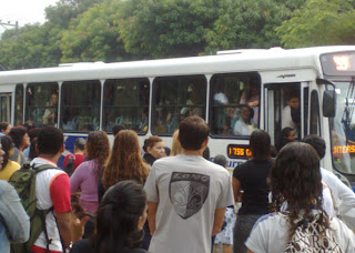 Rodoviários de algumas empresas de ônibus entram em greve
