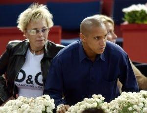 Ex de Roberto Carlos cobra R$ 900 mil de pensões