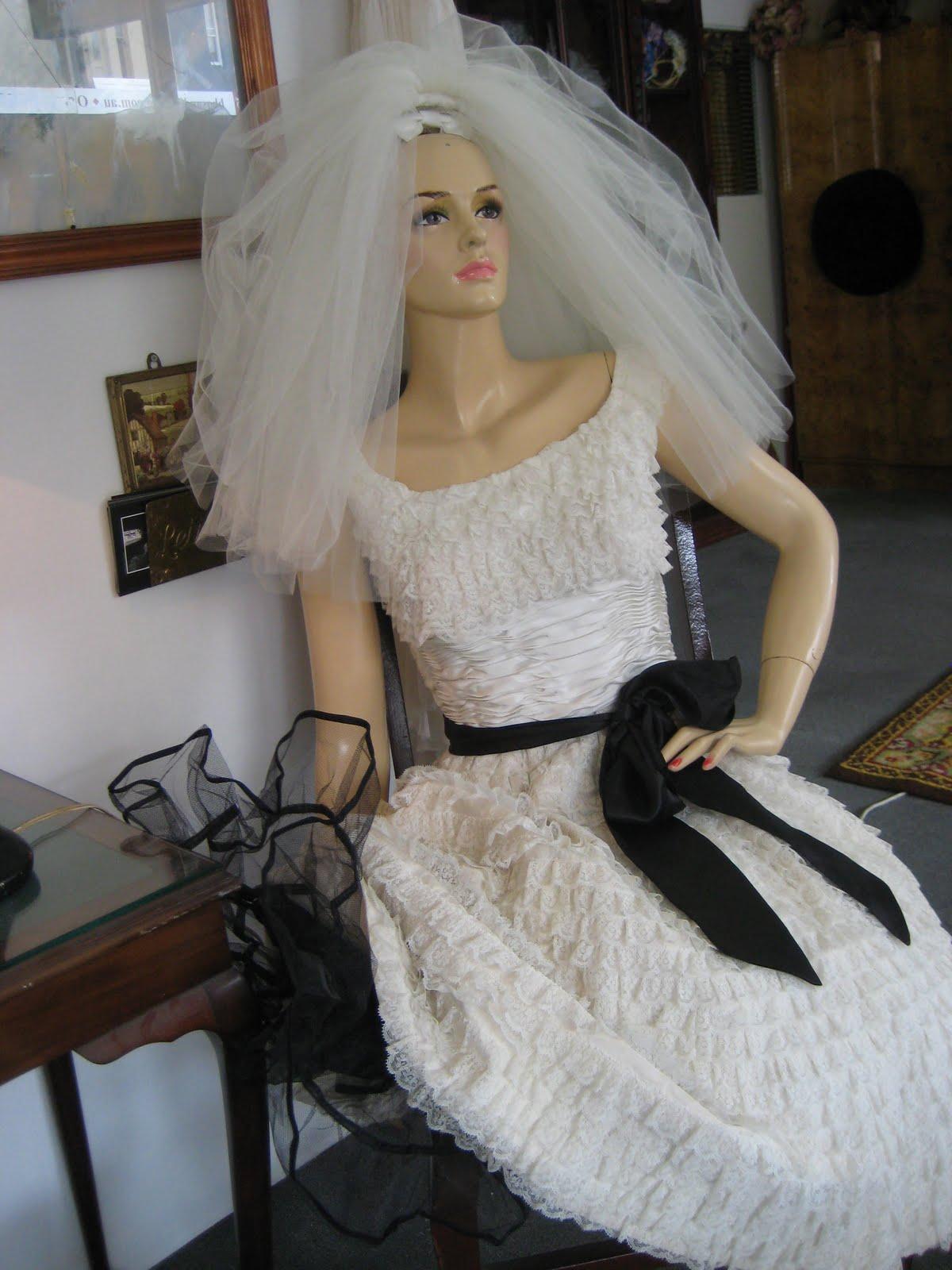 San Bizys 1950 s Vintage Wedding Dress