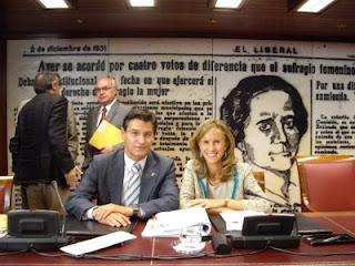 Luis Salvador con la Ministra Cristina Garmendia en el Senado