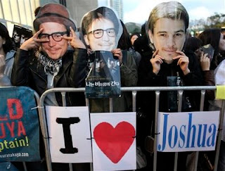 Josh Hartnett masks -- all the rage.  Head not to scale.