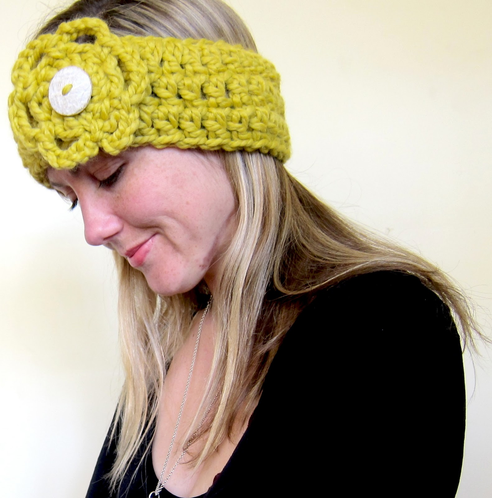 Free Crochet Pattern Headband Ear Warmer Button : Mel P Designs: Free crochet headband earwarmer pattern
