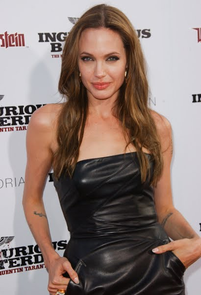 Checkout Angelina's hairstyle for long hair 2010: Beautiful Long Women