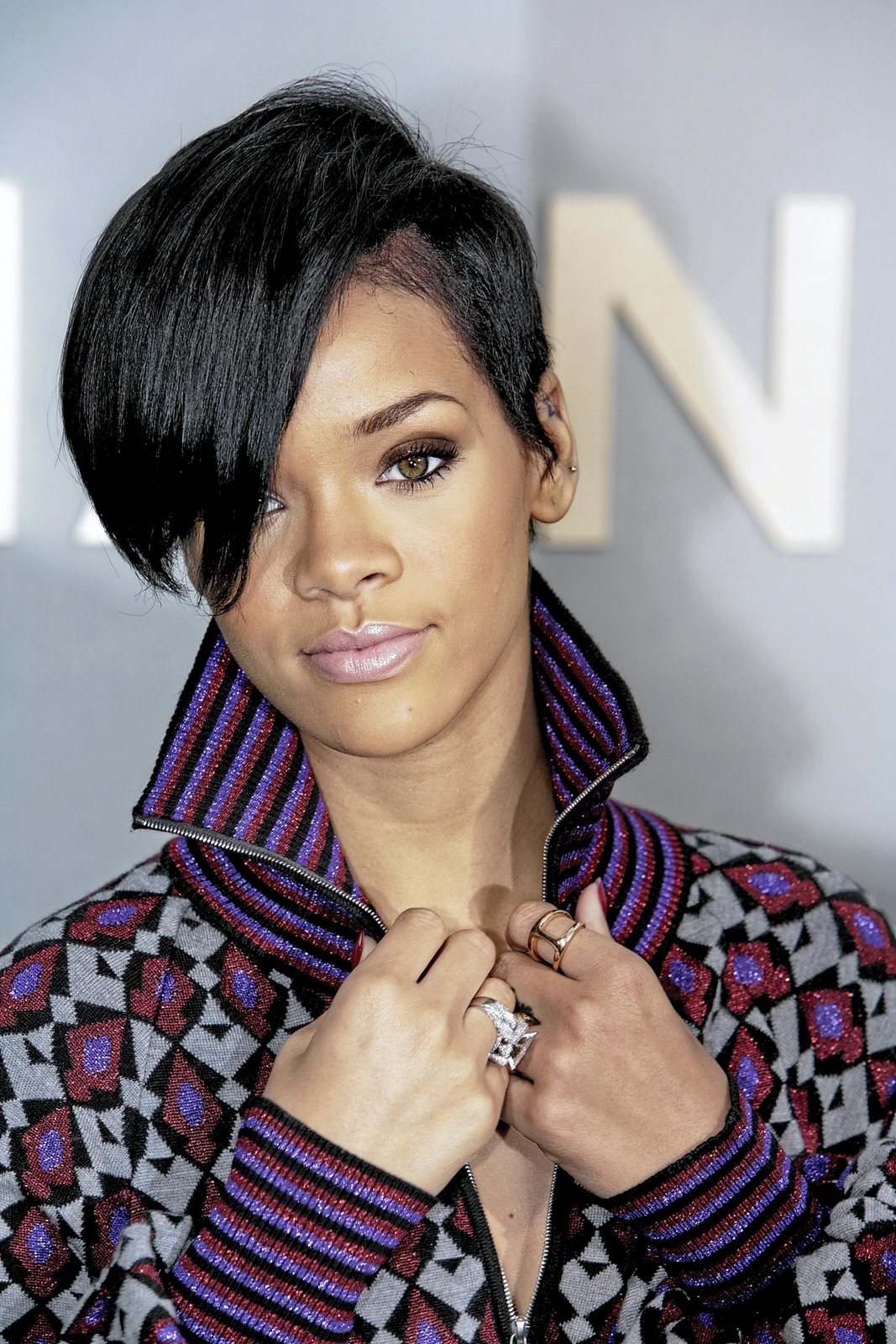 Rihanna+-+Black+Hair.jpg