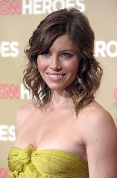 Jessica Biel Beautiful Medium Length Soft waves Photos 2011