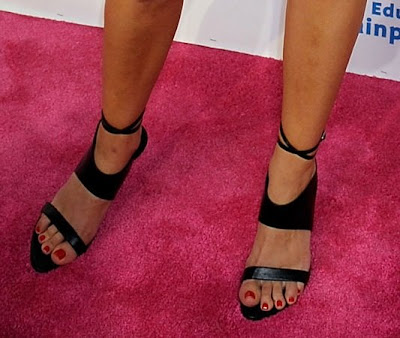 Jamie-Lynn Singler In Black High Heels Walking The Red Carpet