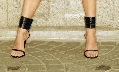 Naomi Watts Stunning Strappy Black Heels