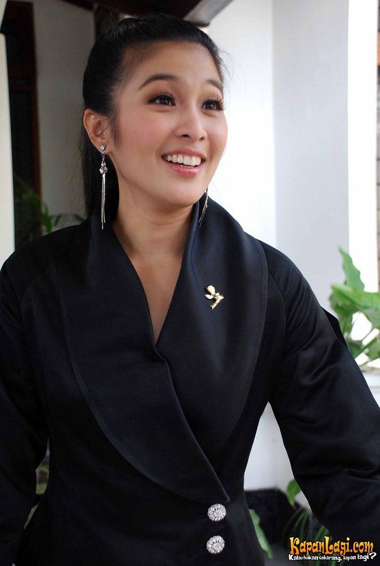 Name : Sandra Dewi