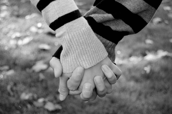holding hands love photography