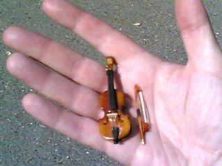 http://3.bp.blogspot.com/_ubGM9H4odUA/SpNTjUC4qUI/AAAAAAAAAJE/5ryOwAIhJuo/s400/worlds-smallest-violin.jpg