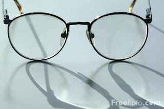 http://3.bp.blogspot.com/_ubpKJY0n-LU/STeZUcC8KiI/AAAAAAAACRM/Izu7HvCm03Y/s320/11_52_12---Glasses-Spectacles_web.jpg