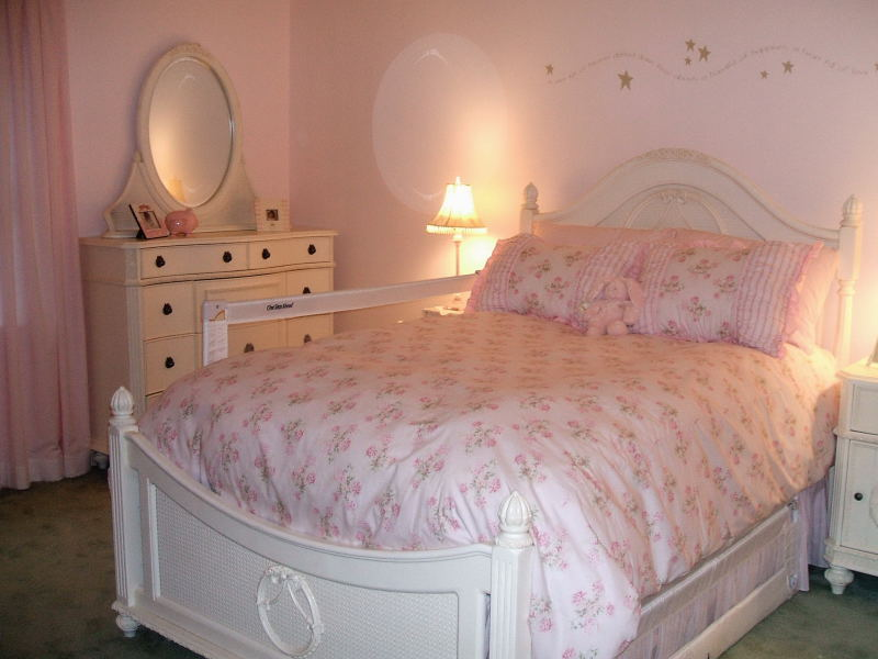 The Furniture Was Shabby Chic In Style, The Bedspread Rachel Ashwell  Covered In Roses.