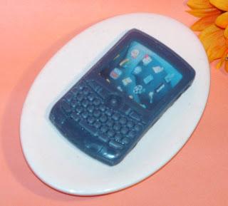 PhoneSoap membersihkan ponsel sambil mengecharge