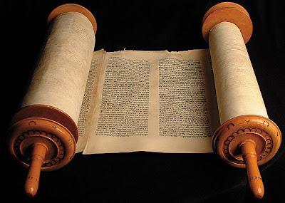 """""""Si alguno enseña otra cosa, y no se conforma a las sanas palabras de nuestro Señor Jesucristo, y a la doctrina que es conforme a la piedad, está envanecido, nada sabe.."""" (1 Ti 6:3-4)"""
