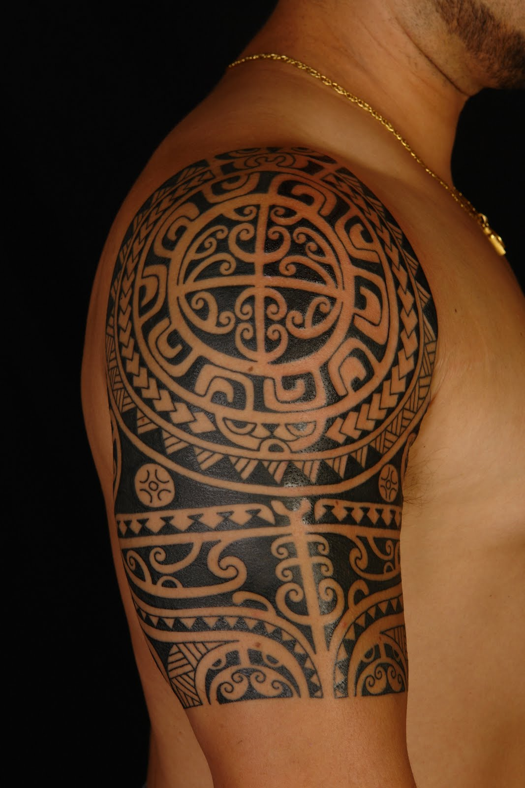 Maori polynesian tattoo polynesian shoulder tattoo on anthony - Tatouage tribal signification ...