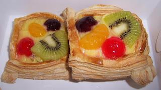 fruit pastry yang amat sangat digemari nyokap sementara gua lebih ...
