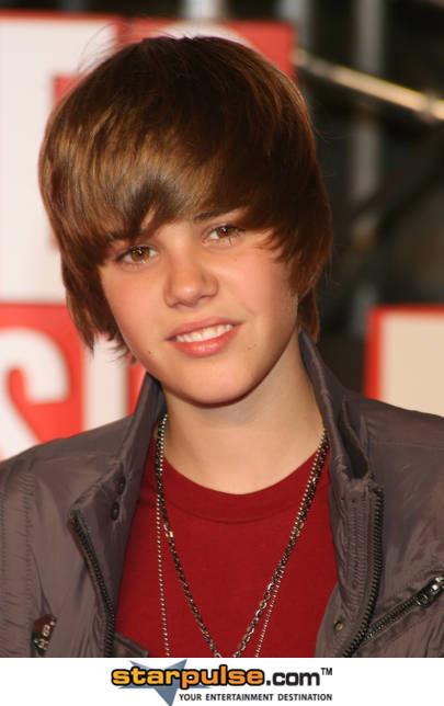 justin bieber smiling gif. Funny Justin Bieber Gif.