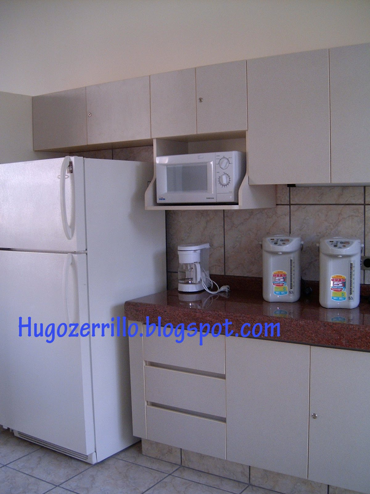 Cocinas empotradas en concreto peque as imagui for Modelos de cocinas empotradas en cemento y porcelanato