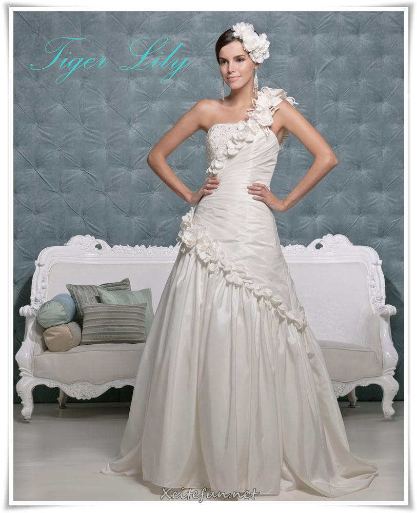 Wedding dresses and bridal gowns for 2011 for Wedding dress boutiques online