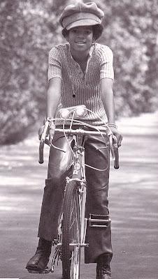 BRINCADEIRAS COM AS  FOTOS DE MIKE - Página 2 Michael+Jackson+Bike
