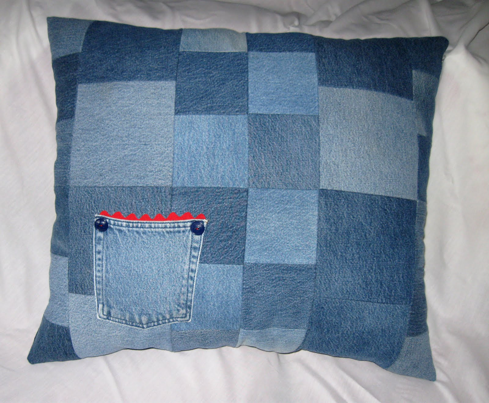 Floor Pillow To Watch Tv : La Petite Fleur: TV/Floor Pillows