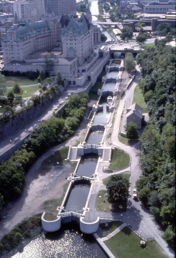 tribulations au canada la plus grande patinoire du monde. Black Bedroom Furniture Sets. Home Design Ideas