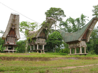 Toraja Rice Barns - Levels of Toraja House
