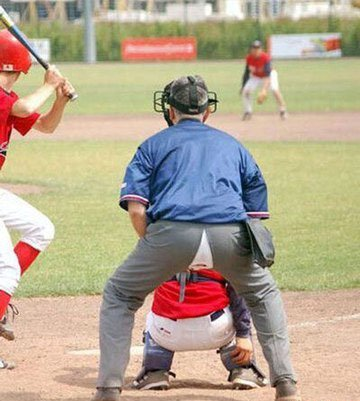 http://3.bp.blogspot.com/_uw-JSAs38vE/TFXSpQIqDaI/AAAAAAAAAf8/Tl21qSJOyxA/s1600/SOFTBALL+CATCHER+RIPPED+PANTS+FUNNY+PHOTO.jpg