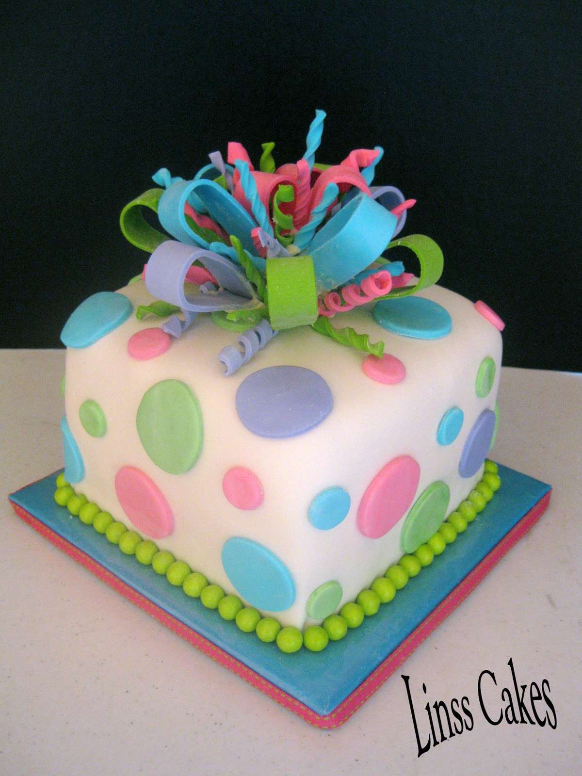 Cake Gift Images : Present/Gift Cakes The Hidden Cakery