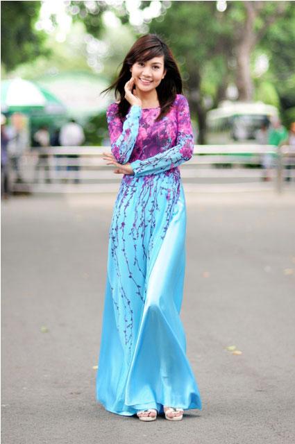 Vietnamese girl Loc Uyen in ao dai gallery