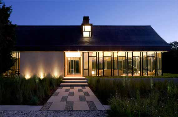 Contemporary Farmhouse Design by Bates Masi Architect East Hampton NY