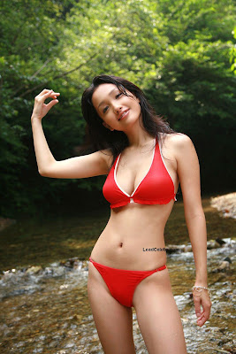 Reon Kadena Sexy Red Bikini Display picture - 3